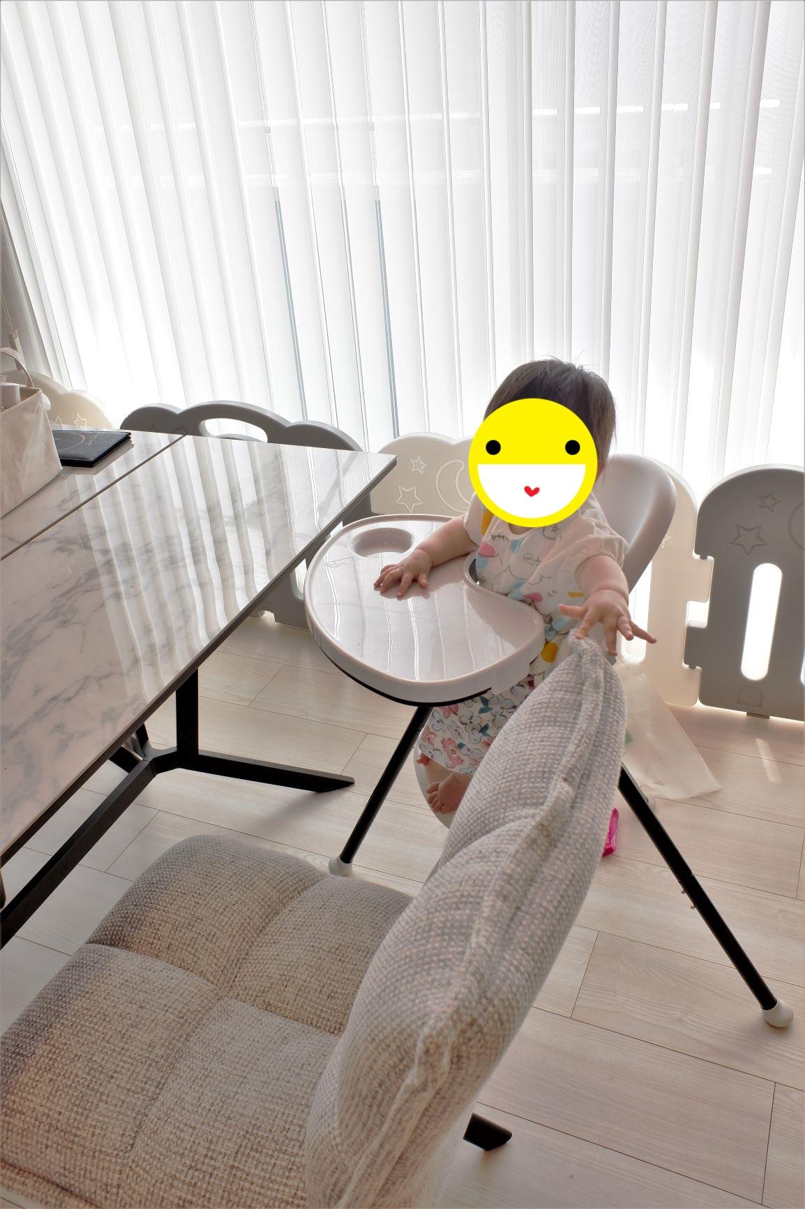 入居後の子育て夫婦のリビングダイニングキッチン